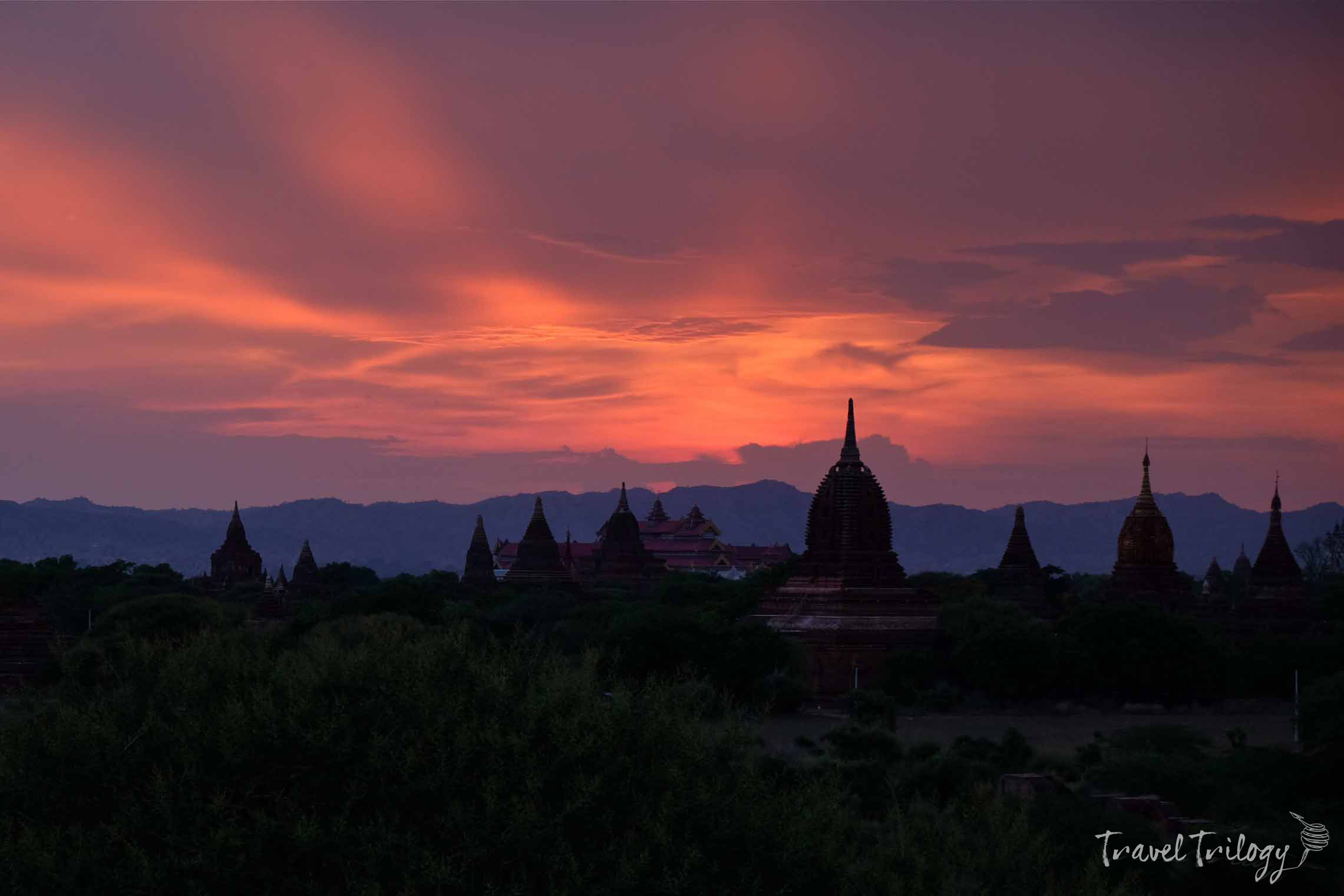 Do you love the drama of sunsets & sunrises? Let Bagan spoil you.